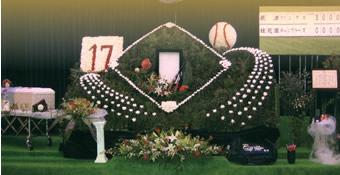 ご趣味のソフトボールをイメージした祭壇